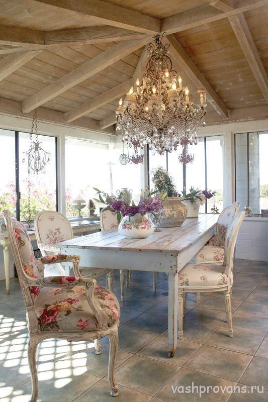 dacha-v-stile-provans-veranda-stolovaya