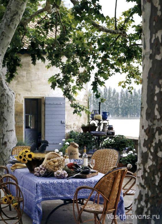 dom-provans-veranda-pletenaya-mebel