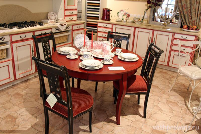 francuzskiy-obedennyy-stol-krasnyy-Provans