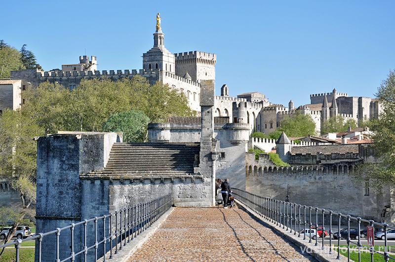 Papskiy-dvorec-v-serdce-Francii