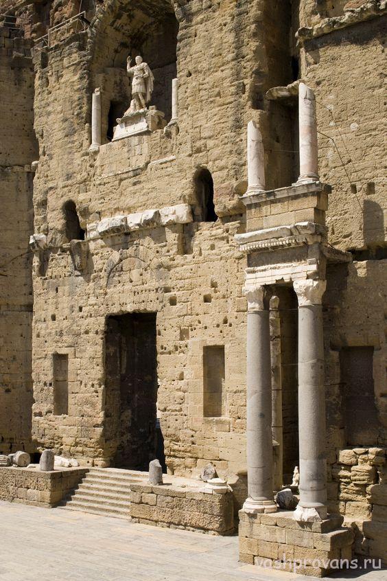 rimskiy-teatr-v-Oranzhe